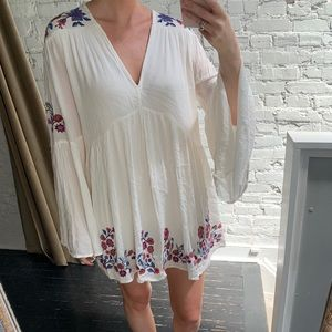 NWT Free People White embroidered flowers dress